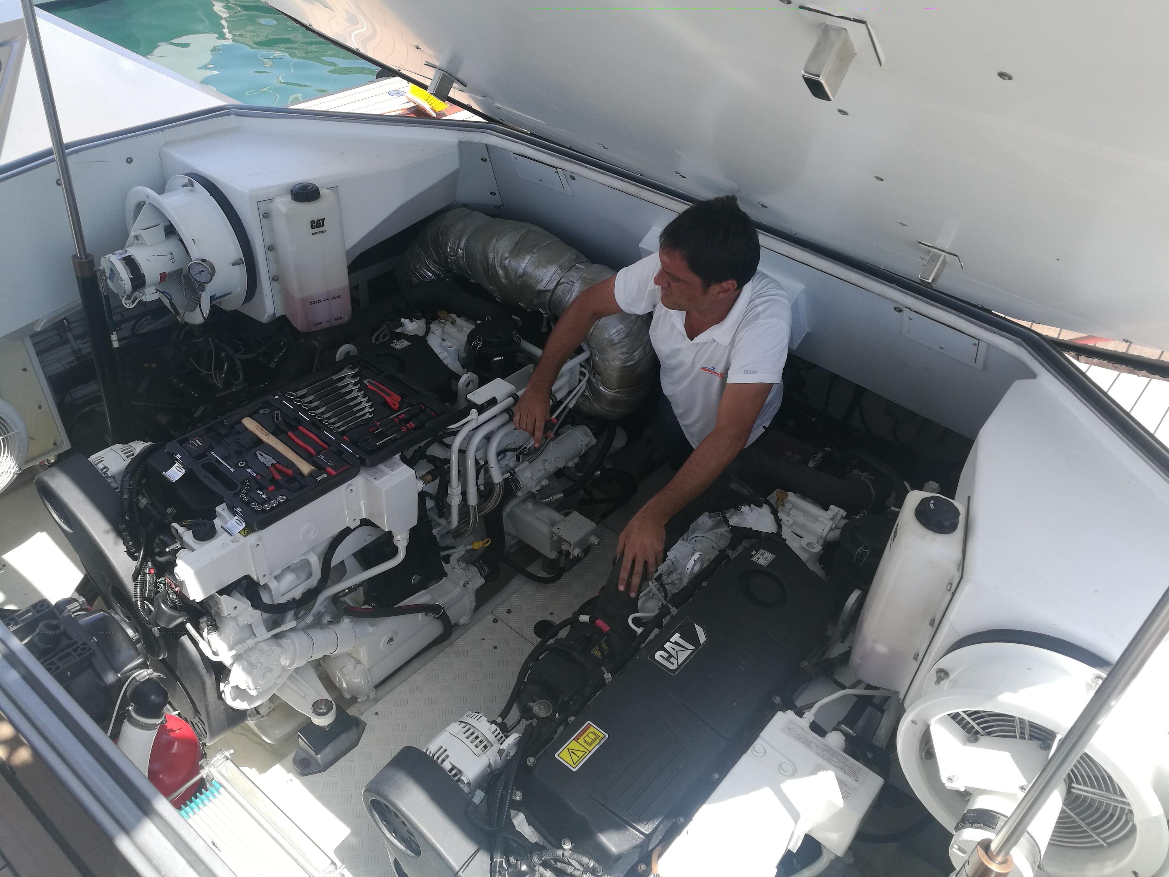 MOTOR YACHT Assistenza in sala macchine e riparazioni a bordo degli impianti